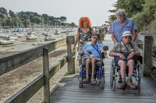 J.Deya-Vacances-Balade Port-Passerelle-Liliane-Mic.JPEG